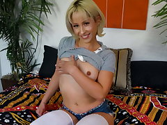 Pussy and anal ID Goldie Glock plays with herself