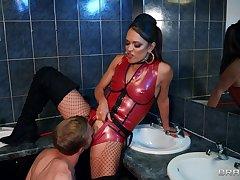 Big ass MILFs in premium seduction XXX cam scenes