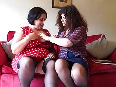 Two British Curvy Housewives Go Full Lesbian - MatureNL