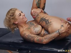 Hot inked babe Bonnie Rotten hardcore porn video