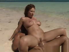 Tropical dealings with Roberta Misoni and cumshot
