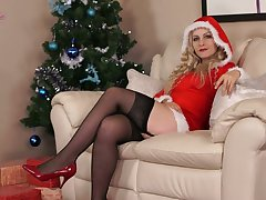 Kinky alone costly Cindy gets nude and enjoys solo on Xmas