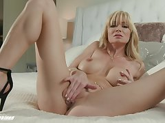 Solo wife enjoys her ground-breaking toy push the camera